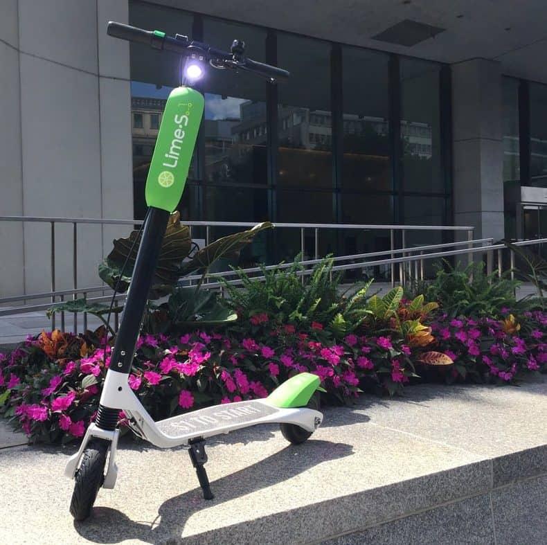 Trottinette électrique Lime S en location à Montréal